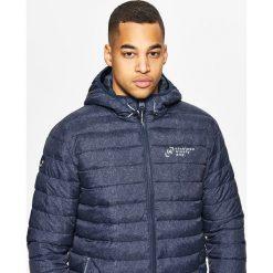 Pikowana kurtka z ociepleniem - Granatowy. Niebieskie kurtki damskie pikowane marki Cropp, l. W wyprzedaży za 39,99 zł.