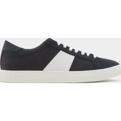 Buty męskie: Białe buty z paskiem