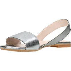Sandały MOLLY. Brązowe sandały damskie z frędzlami marki Gino Rossi, w paski, ze skóry, na płaskiej podeszwie. Za 149,90 zł.
