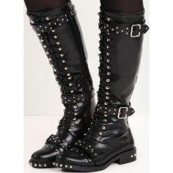 Czarne Kozaki Refractory. Czarne buty zimowe damskie marki Born2be, z okrągłym noskiem, na niskim obcasie, na płaskiej podeszwie. Za 159,99 zł.
