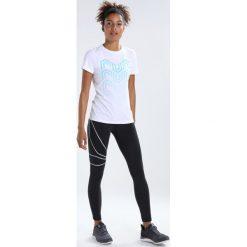 Reebok Tshirt z nadrukiem white. Białe topy sportowe damskie marki Reebok, s, z nadrukiem, z elastanu. W wyprzedaży za 135,20 zł.