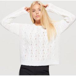 Sweter z warkoczowym splotem - Kremowy. Żółte swetry klasyczne damskie marki ekoszale, ze splotem. Za 49,99 zł.