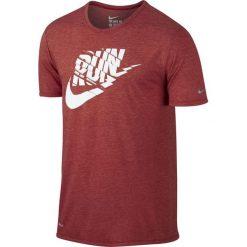 Nike Koszulka Run P Orgametric Swoosh Tee czerwona r. M (739529 672). Czerwone koszulki sportowe męskie marki Nike, m. Za 87,00 zł.