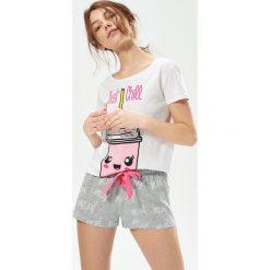 Dwuczęściowa piżama z nadrukiem - Jasny szar. Szare piżamy damskie marki Sinsay, l, z nadrukiem. Za 49,99 zł.
