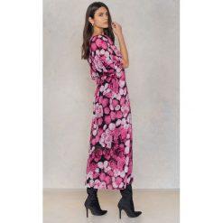 NA-KD Boho Szyfonowa sukienka kaftan we wzory - Pink,Multicolor. Niebieskie długie sukienki marki NA-KD Boho, na imprezę, w koronkowe wzory, z koronki, boho, na ramiączkach. Za 40,95 zł.