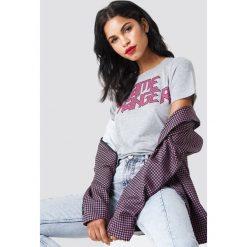 NA-KD T-shirt Game Changer - Grey. Szare t-shirty damskie NA-KD, z nadrukiem, z bawełny, z okrągłym kołnierzem. Za 72,95 zł.