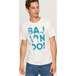 T-shirt z napisem - Kremowy. Białe t-shirty męskie Reserved, m, z napisami. Za 29,99 zł.