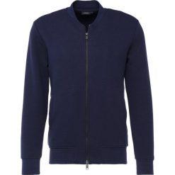 J.LINDEBERG RANDALL PATTERN Bluza rozpinana navy. Niebieskie bluzy męskie rozpinane J.LINDEBERG, m, z bawełny. W wyprzedaży za 353,40 zł.