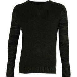 Ciemnozielony Sweter Better to Burn. Czarne swetry klasyczne męskie marki Born2be, l, z aplikacjami, z dresówki. Za 94,99 zł.