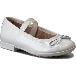 Baleriny GEOX - J Plie I J5455I 000HH C1000 Biały. Białe baleriny dziewczęce Geox, z materiału. W wyprzedaży za 179,00 zł.