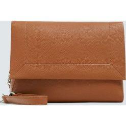 Brązowa torebka na ramię z klapą ze stebnowaniem. Brązowe torebki klasyczne damskie Pull&Bear. Za 69,90 zł.