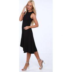Sukienki asymetryczne: Sukienka z prążkowanego materiału z asymetrycznym dołem czarna 22631