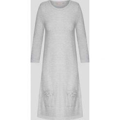 Sukienki balowe: Sukienka swetrowa z kieszeniami