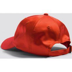 Czapki damskie: NA-KD Accessories Satynowa czapka z daszkiem - Red