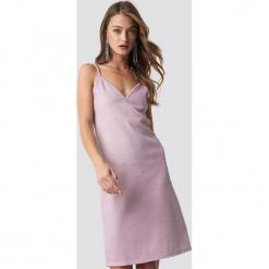 NA-KD Party Błyszcząca sukienka bieliźniana - Pink. Różowe sukienki na komunię NA-KD Party, na imprezę, z poliamidu, midi. Za 100,95 zł.