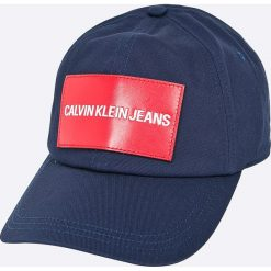 Calvin Klein Jeans - Czapka. Niebieskie czapki z daszkiem męskie marki Calvin Klein Jeans, z bawełny. W wyprzedaży za 119,90 zł.