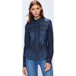 Guess Jeans - Koszula Lalima. Szare koszule jeansowe damskie marki Guess Jeans, l, z aplikacjami, casualowe, z klasycznym kołnierzykiem, z długim rękawem. W wyprzedaży za 369,90 zł.