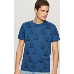 T-shirty męskie: T-shirt z żeglarskim nadrukiem – Granatowy