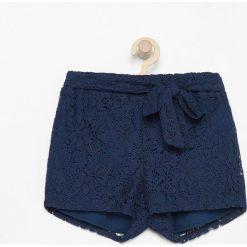 Szorty damskie: Krótkie koronkowe spodenki – Granatowy