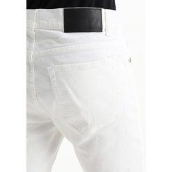 Tiger of Sweden Jeans EVOLVE Jeansy Slim Fit white. Białe jeansy męskie relaxed fit marki Tiger of Sweden Jeans. W wyprzedaży za 356,85 zł.