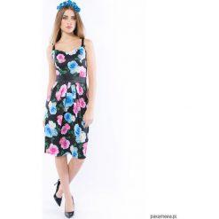 Tajemniczy ogród - sukienka o gorsetowym fasonie. Szare sukienki marki Pakamera, z gorsetem, na ramiączkach, midi, dopasowane. Za 649,00 zł.