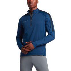 Nike Bluza męska Aerolayer Repel Strike Football Drill granatowa r. XL (807030 423). Niebieskie koszulki do piłki nożnej męskie marki Nike, m. Za 372,65 zł.