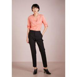 BOSS CASUAL EFELIZE Bluzka bright orange. Brązowe bralety BOSS Casual, z bawełny, casualowe. Za 379,00 zł.