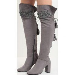 Ciemnoszare Kozaki Enamour. Czarne buty zimowe damskie marki Kazar, z futra, przed kolano, na wysokim obcasie, na koturnie. Za 129,99 zł.