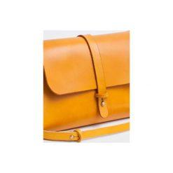 Torebka z drewnem R4 żółta. Żółte torebki klasyczne damskie Republic, w paski, z lakierowanej skóry, duże. Za 410,00 zł.