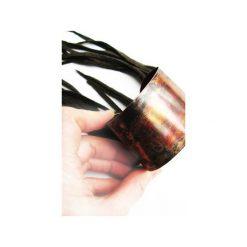 Bransoletki damskie: Metalowa bransoletka ze skórzanymi frędzlami