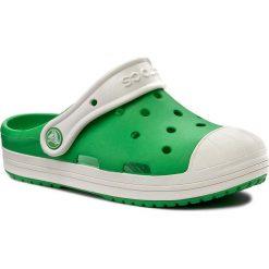 Klapki CROCS - Bump It Clog K 202282 Grass Green/Oyster. Zielone klapki chłopięce marki Crocs, z tworzywa sztucznego. W wyprzedaży za 139,00 zł.