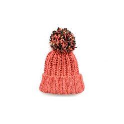 Czapka łososiowa z kolorowym pomponem. Czerwone czapki zimowe damskie Miw collection, w kolorowe wzory, z bawełny. Za 119,00 zł.