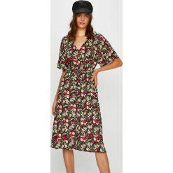 Answear - Sukienka. Szare długie sukienki marki ANSWEAR, na co dzień, l, z materiału, casualowe, z krótkim rękawem, proste. W wyprzedaży za 99,90 zł.