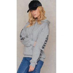 Bluzy rozpinane damskie: NA-KD Bluza z nadrukiem The Future Equals Female - Grey