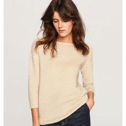 Sweter z błyszczącą nitką - Złoty. Żółte swetry klasyczne damskie marki Mohito, l, z dzianiny. Za 59,99 zł.