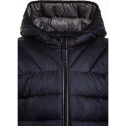 Napapijri AERONS 1 Kurtka zimowa blu marine. Niebieskie kurtki chłopięce zimowe marki Napapijri, z bawełny. W wyprzedaży za 441,75 zł.