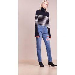 Each x Other EMBROIDERED BAGGY Jeansy Straight Leg dark blue. Niebieskie boyfriendy damskie Each x Other. W wyprzedaży za 917,55 zł.