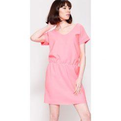 Sukienki: Koralowa Sukienka Get It!