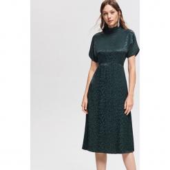 Wiskozowa sukienka - Khaki. Zielone sukienki marki Reserved, z wiskozy. Za 139,99 zł.