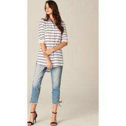 Długa koszula w paski - Wielobarwn. Szare koszule damskie marki Mohito, w paski, z długim rękawem. Za 99,99 zł.
