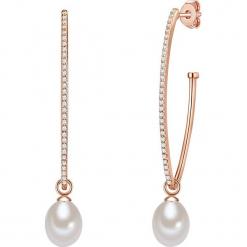 Pozłacane kolczyki-kreole w kolorze białym z cyrkoniami. Białe kolczyki damskie Pearls Special, z cyrkonią, pozłacane. W wyprzedaży za 136,95 zł.