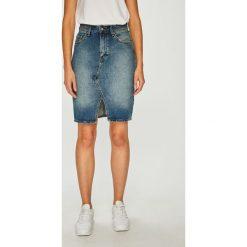 Mustang - Spódnica. Niebieskie spódniczki jeansowe marki Mustang, z aplikacjami. W wyprzedaży za 239,90 zł.