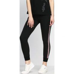 Spodnie damskie: Czarne Spodnie Dresowe Need Me