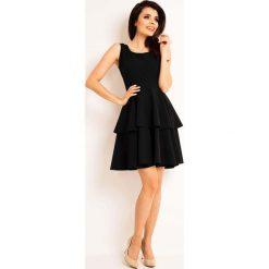 Sukienki balowe: Czarna Elegancka Rozkloszowana Sukienka z Baskinką