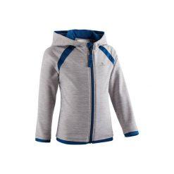 Bluza na zamek z kapturem Gym & Pilates S500 dla maluchów. Czerwone bluzy dziewczęce rozpinane marki DOMYOS, z nadrukiem, z bawełny. Za 44,99 zł.