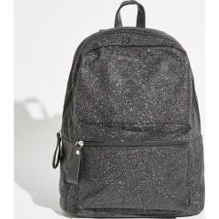 Brokatowy plecak z kieszenią - Czarny. Czarne plecaki damskie Sinsay. Za 69,99 zł.