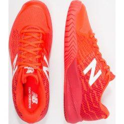 New Balance MCH996 Obuwie do tenisa Outdoor flame. Czerwone buty trekkingowe męskie New Balance, z gumy, outdoorowe. Za 569,00 zł.