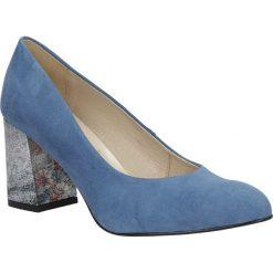 Niebieskie czółenka welurowe na szerokim ozdobnym obcasie Casu 1651/589-598. Czerwone buty ślubne damskie marki Casu, na słupku. Za 218,99 zł.