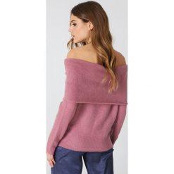 NA-KD Szeroki sweter z odkrytymi ramionami - Pink. Różowe swetry klasyczne damskie NA-KD, z dzianiny, z golfem. Za 60,95 zł.