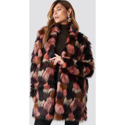 Płaszcze damskie pastelowe: Rut&Circle Płaszcz ze sztucznym futrem Tekla - Pink,Multicolor